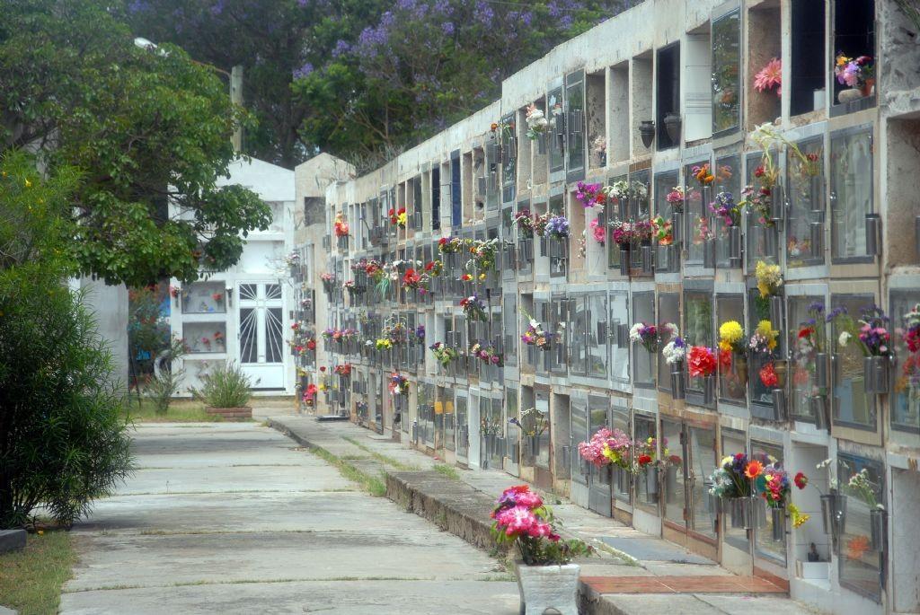 Permiten visitas sin restricciones al cementerio solo por el día del Padre