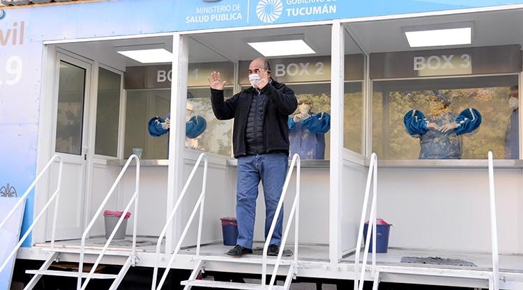 Manzur se realizó un hisopado para descartar posible contagio tras viajar a Buenos Aires