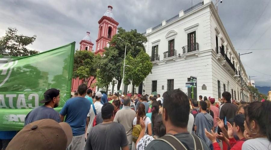 Cesanteados de la Municipalidad de Valle Viejo son reincorporados con pase a planta permanente
