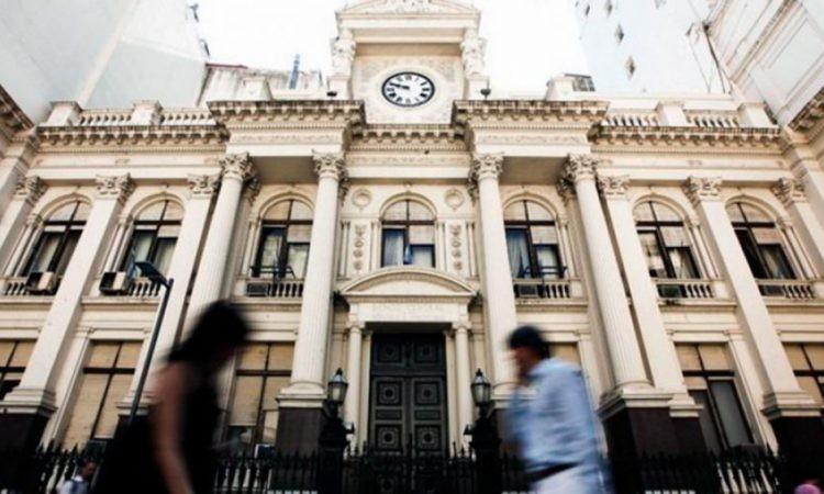 En medio de la pandemia, el BCRA gastó $ 2.390.000 en servicio de traslado de Aerolíneas Argentinas