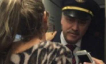 En el vuelo a Paraguay, Vicky Xipolitakis intentó entrar nuevamente a la cabina del piloto
