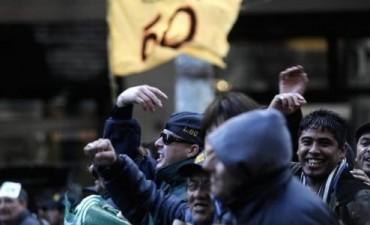 Nuevos enfrentamientos entre choferes de la línea 60 y gendarmes
