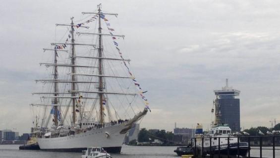 La fragata Libertad amarra en Amsterdam y conmemora la independencia argentina