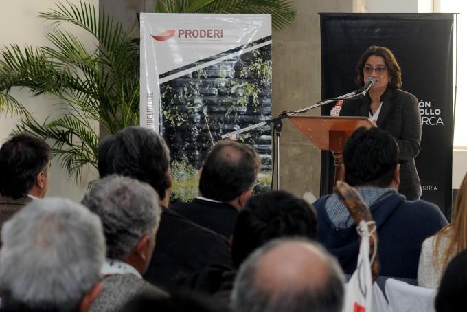La Gobernadora Lucía Corpacci entregó casi 9 millones en aportes para asociaciones de productores