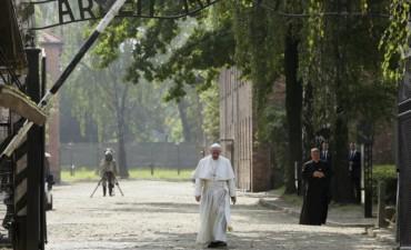 Francisco visita los campos de Auschwitz y Birkenau en su gira por Polonia