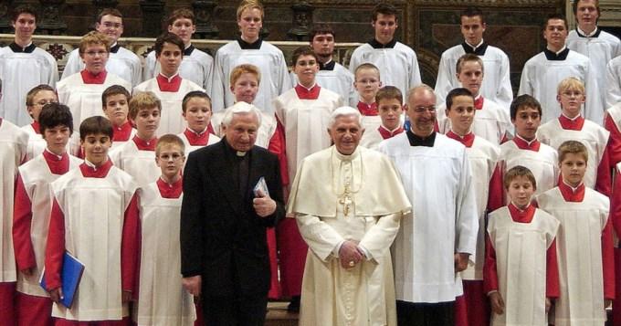 Más de 500 nenes abusados en coro de Benedicto XVI