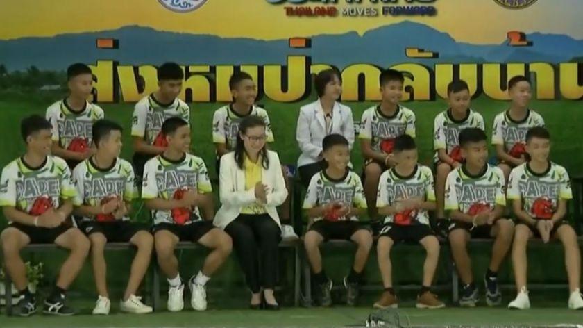 Los niños tailandeses dejan el hospital y dan una conferencia de prensa