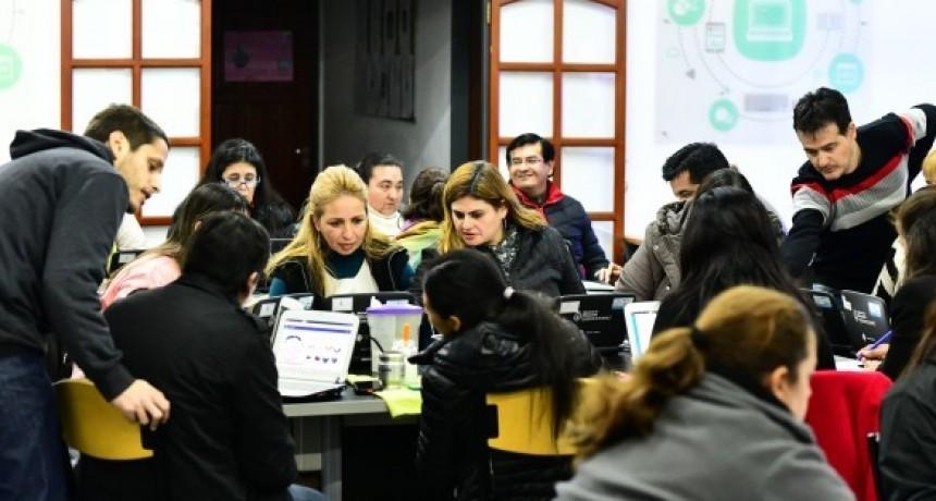"Arrancó el programa nacional ""Aprender Conectados"" para docentes del SEM"