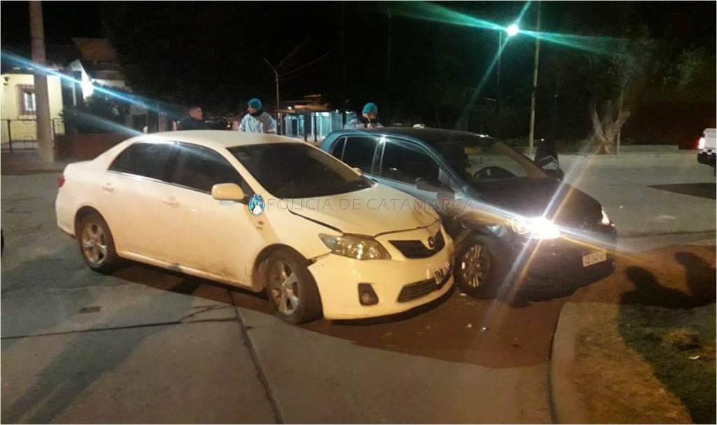 Mujer en estado de ebriedad protagonizó un choque y le secuestraron el auto