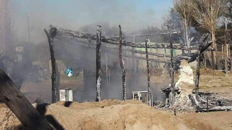 Un hombre le incendió la casa a una mujer