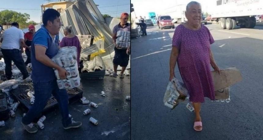 ¡Insólito! Volcó un camión de cerveza y una abuela se llevó un pack de latas