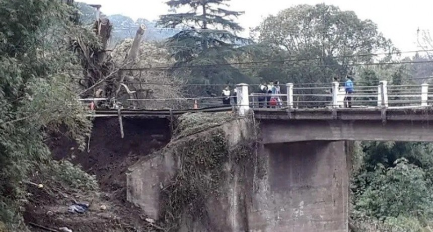 Un obrero muerto y otro herido al derrumbarse puente en Tucumán