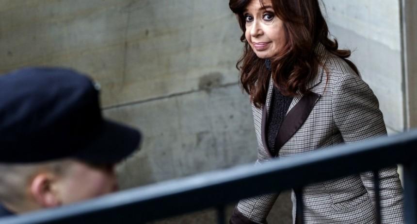 Revocaron el procesamiento de Cristina Kirchner por los subsidios a los colectivos