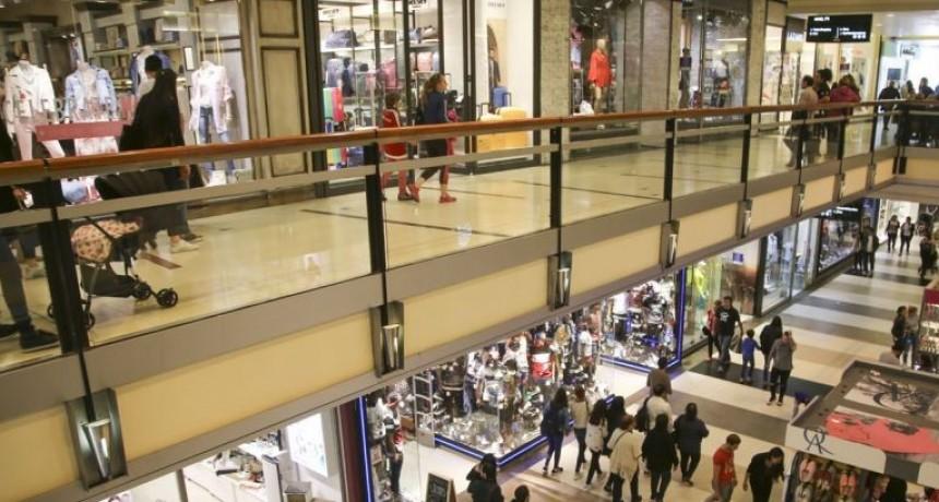 El consumo no reacciona: ventas en súper y shopping cayeron hasta casi 19% en mayo