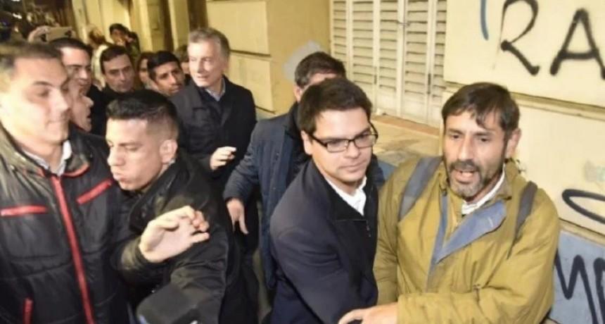 Un hombre increpó al Presidente Macri cuando entraba a cenar con Schiaretti