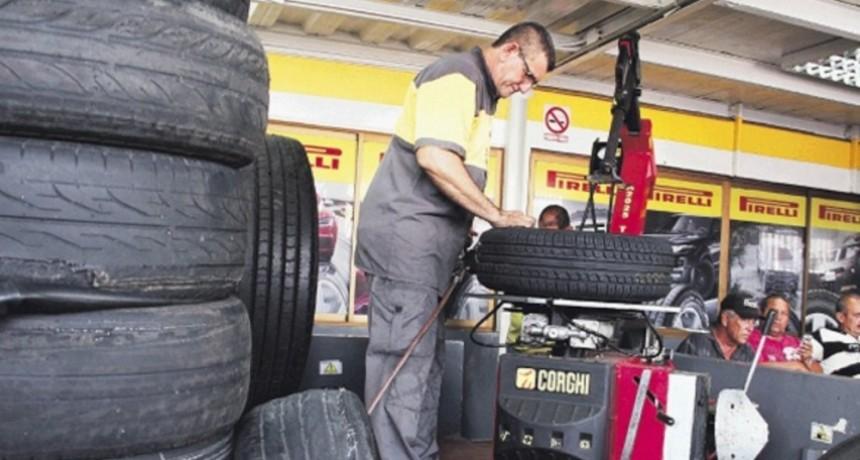 Trabajadores del neumático tendrán un aumento salarial del 67 por ciento
