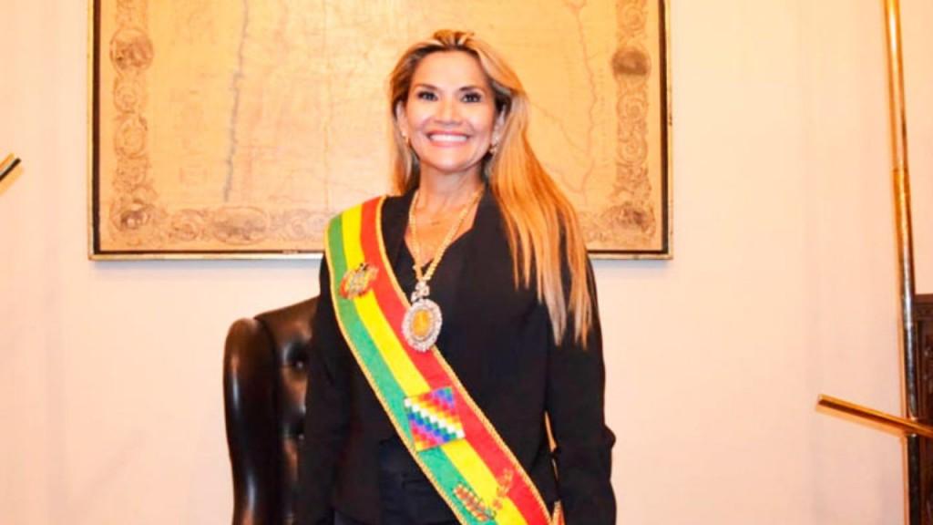 Jeanine Áñez, presidenta interina de Bolivia, informó que dio positivo para coronavirus