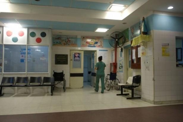 Niño hospitalizado por principio de estrangulamiento y asfixia