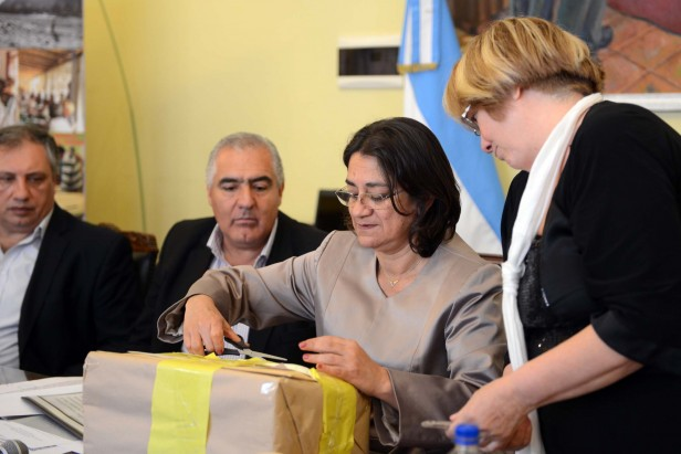 Lucía realizó la apertura de sobres para obras de agua potable