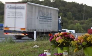 La policía austríaca encontró otro camión con inmigrantes y tuvieron que internar a tres niños
