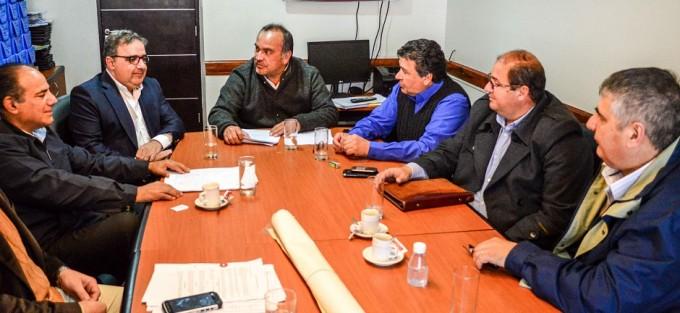 Senadores se reunieron con intendentes por limite de Valle Chico