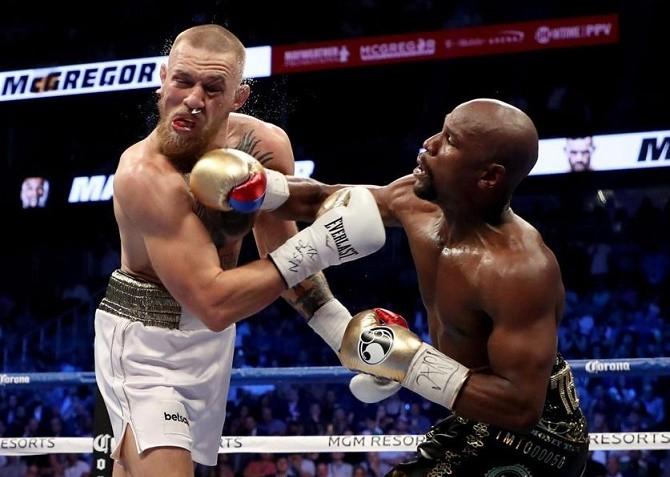 Mayweather le dio una lección de boxeo al luchador Conor McGregor