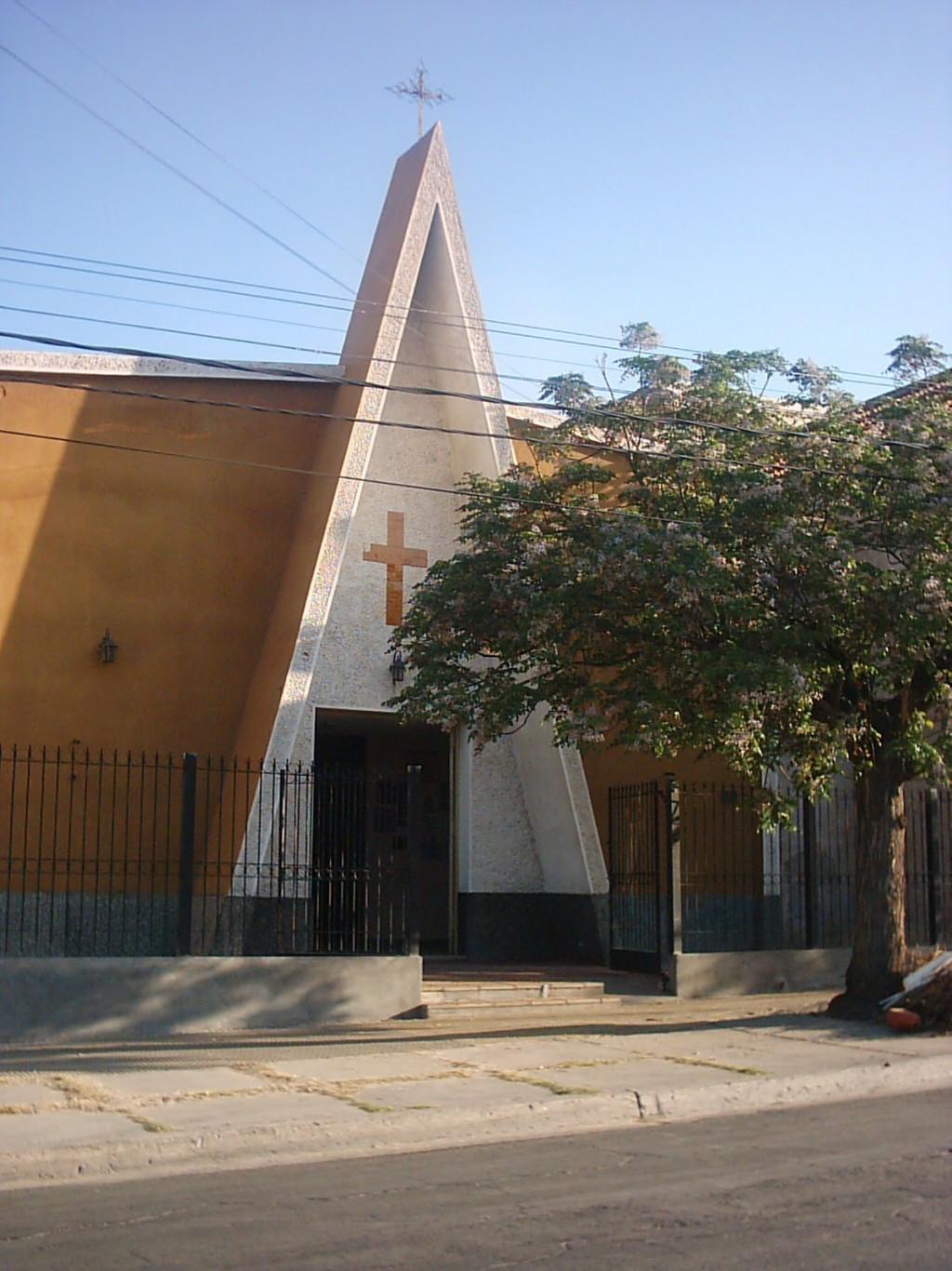 Pintaron la Iglesia SANTA TERESITA con la leyenda SERA LEY