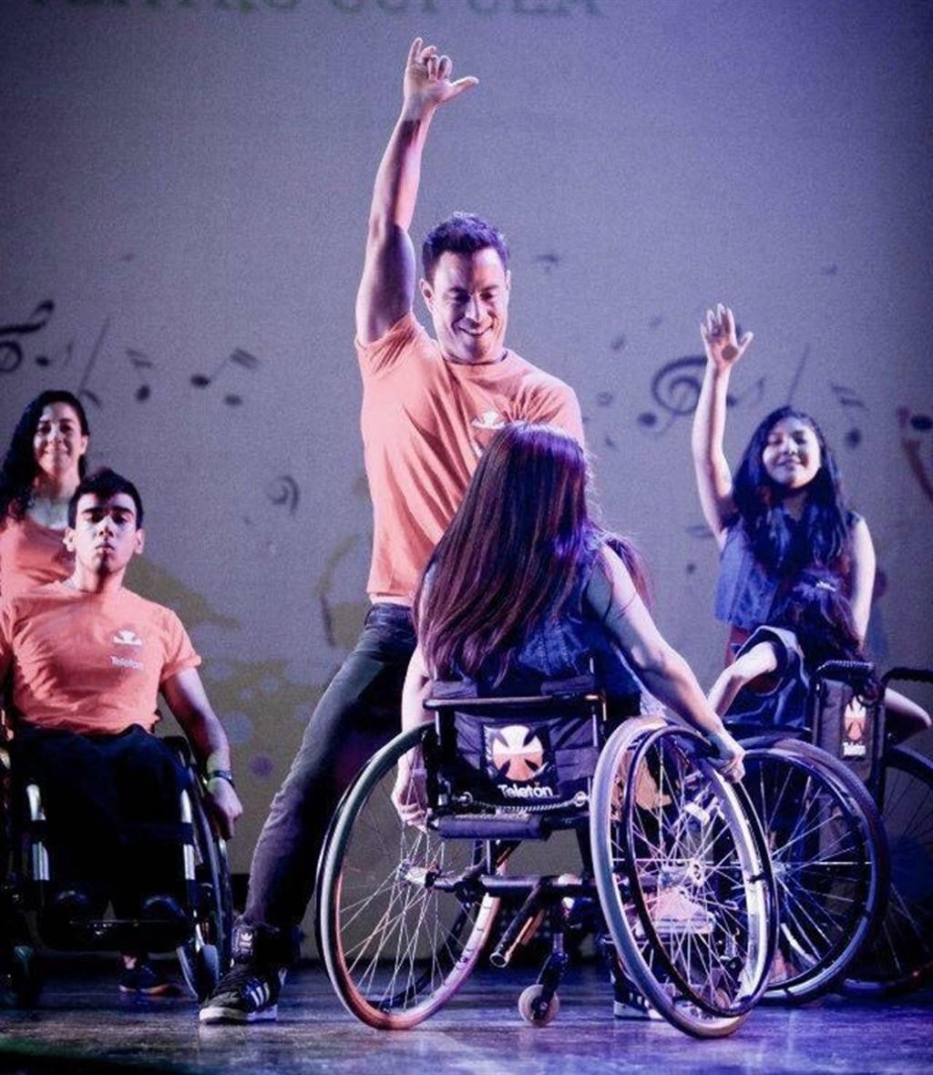 Ganó un concurso de baile y decidió usar la fama para crear el zumba en silla de ruedas