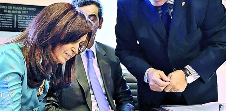 CFK firmó el decreto de la Hidrovía por 600.000 dólares