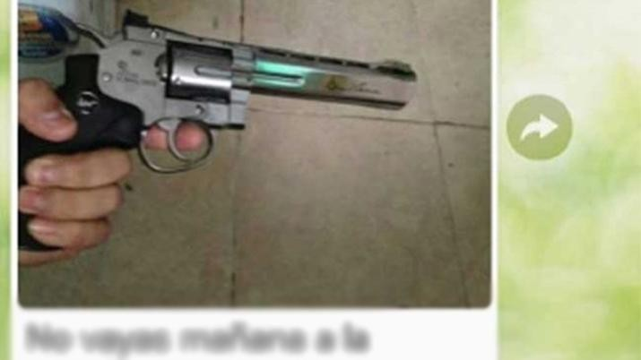 Envió la foto de un arma a sus compañeros y advirtió: ¿Están listos para mañana?