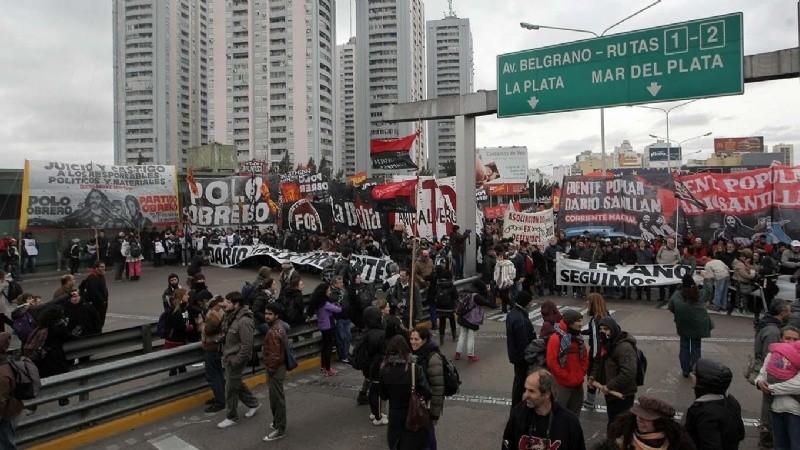 Agrupaciones cortan calles en todo el país