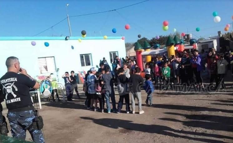 Policías festejaron el día del niño en Valle Viejo