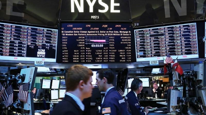 El riesgo país superó los 700 puntos y los títulos argentinos se desploman en Wall Street
