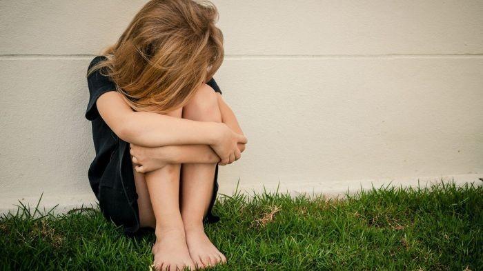 Dos hombres violaron a una nena de 13 cuando fue a buscar a su hermanito al colegio