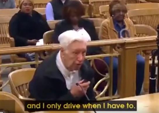 La emotiva sentencia de un juez a un anciano de 96 años