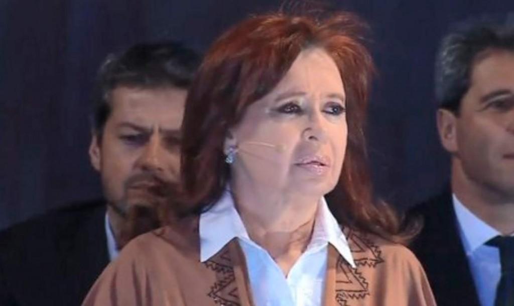 Cristina Fernández de Kirchner: Si todavía estoy parada es por el amor de ustedes