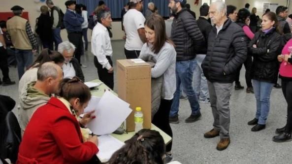 ¿Hasta qué hora se puede votar en las PASO y qué documento hay que usar?