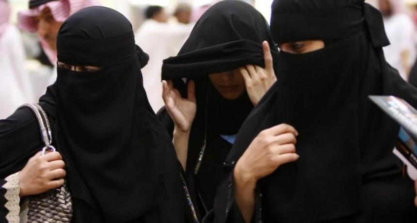 Arabia Saudita: por primera vez, las mujeres podrán viajar al extranjero sin permiso de los hombres