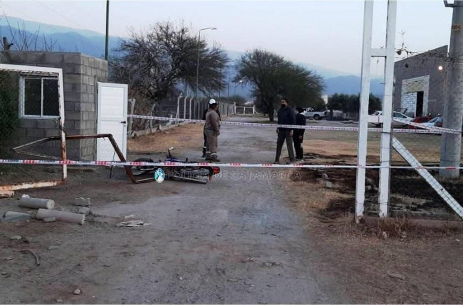En el Pantanillo: motociclista chocó contra un portón y terminó herido