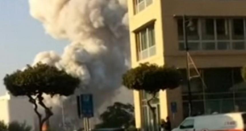 VIDEO: Nuevas imágenes muestran la potencia de la explosión en el puerto de Beirut