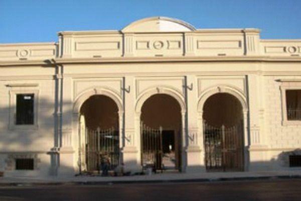 Empleados de Higiene Urbana se encadenaron en el hall de ingreso al palacio Municipal
