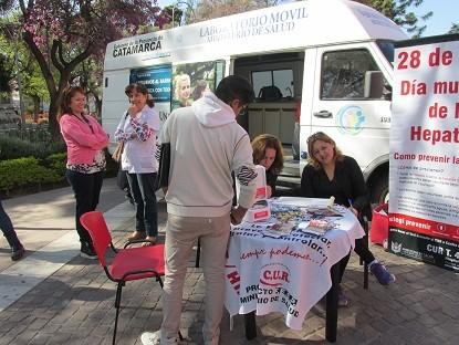 Sigue la vacunación por la hepatitis B y extracción de sangre para VIH