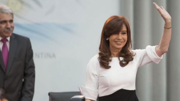 """CFK: """"No quiero parecerme a países que dejan morir chicos en las playas"""""""