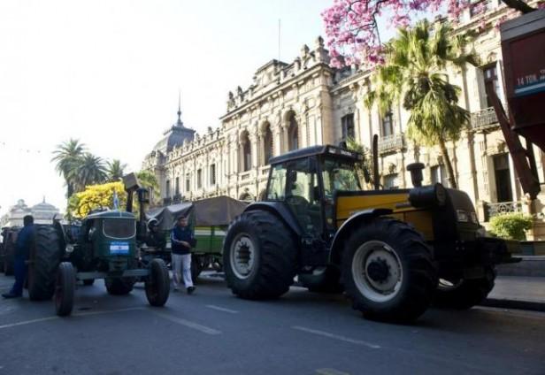 TUCUMÁN; Alperovich pide a un juez que saque los tractores