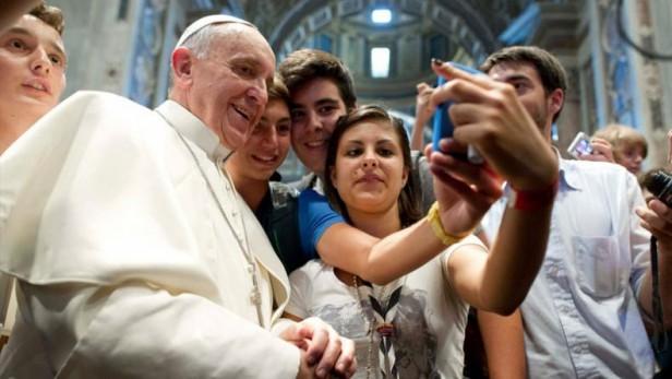 El Papa tiene emoticones propios