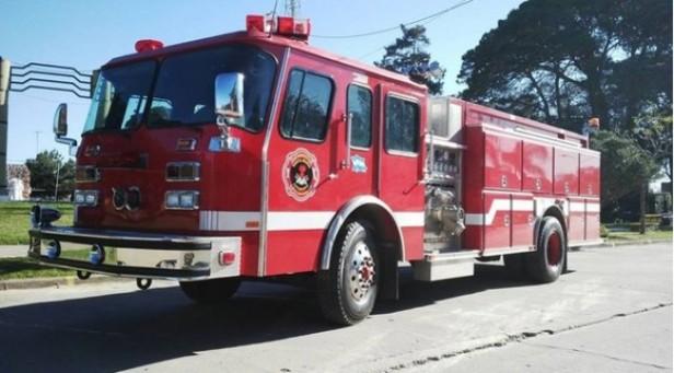 Camión descargaba combustible y se desató un incendio