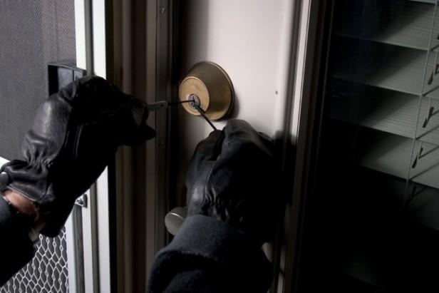 Vecinos atraparon a un ladrón,robo en varias casas