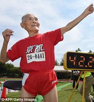 Tiene 105 años y rompió el récord mundial de los 100 metros