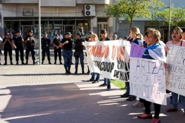Trabajadores precarizados,protestaron por sueldos atrasados