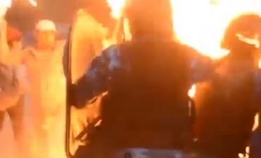 En Salta quemaron vivos a dos policías durante una manifestación wichi